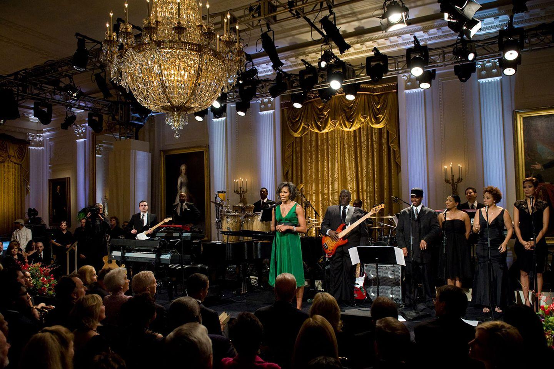 Immer wieder spielte Stevie Wonder für den früheren Präsidenten. 2009 war Michelle Obama anwesend, als der blinde Musiker den Gershwin Prize For Popular Song verliehen bekam.