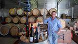 Mit seinen kleinen und großen Weingütern dominiert der Bundesstaat South Australia die Weinproduktion in Down Under. Eine Autostunde südlich von Adelaide experimentiert im McLaren Vale der Winzer Paul Petagna seit 1998 mit den Rebsorten Grenache, Shiraz und Cabernet Sauvignon