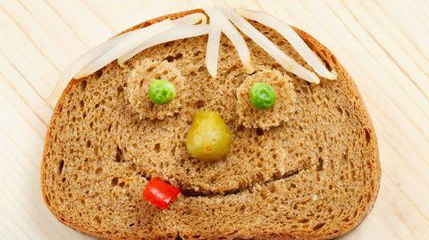 Dumm wie Brot! Wirklich? Unsere Autorin hat die beiden Ärzte besucht, die mit der Verteufelung von Weizen sehr viel Geld machen.