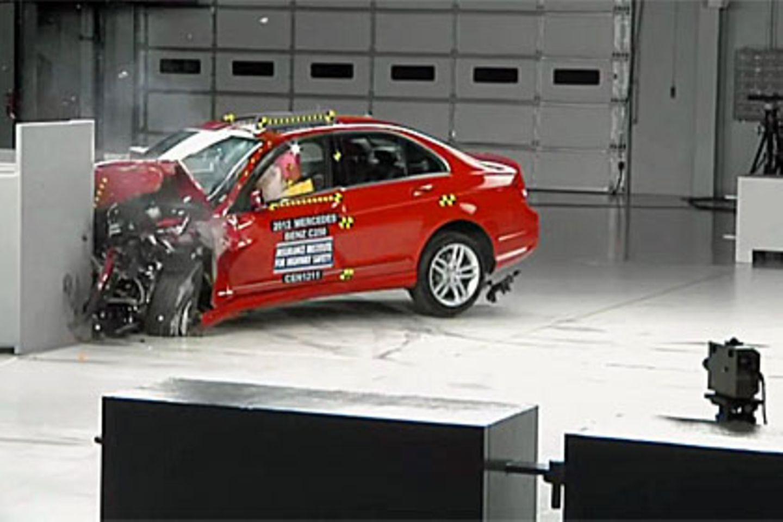 Erschreckende Ergebnisse: US-Crashtest zerlegt Premiumautos
