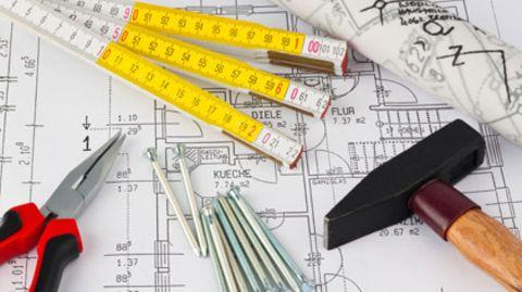 Bevor es mit der eigentlichen Bauphase losgehen kann, müssen künftige Eigentümer viele Informationen einholen und sorgsam planen
