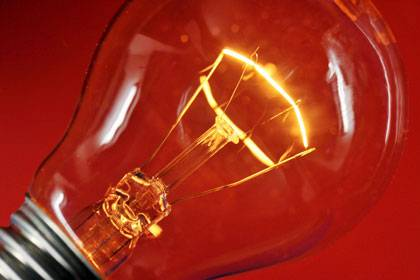 Die klassische Glübirne produziert mehr Wärme als Licht, darum soll sie verschwinden.