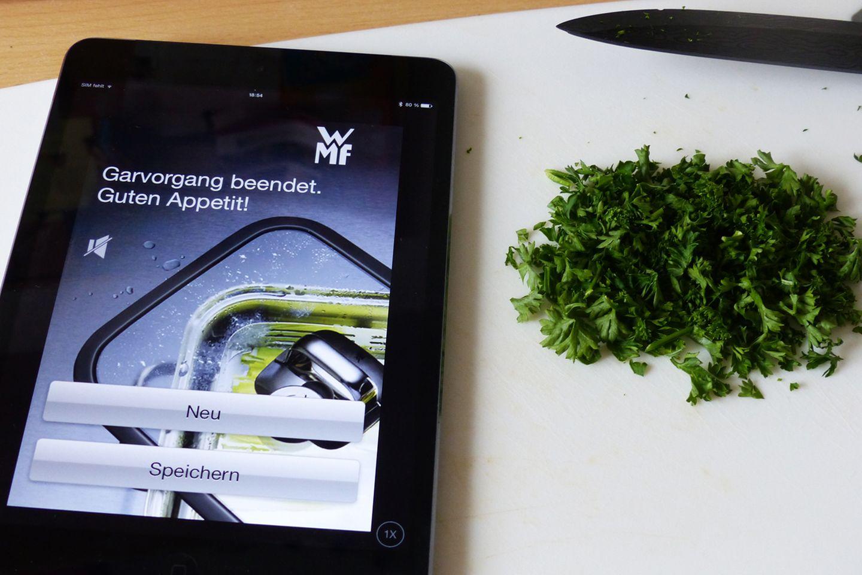 Mit einer lauten Melodie macht das iPad darauf aufmerksam, dass das Essen fertig ist und der Dampfgarer vom Herd genommen werden sollte.