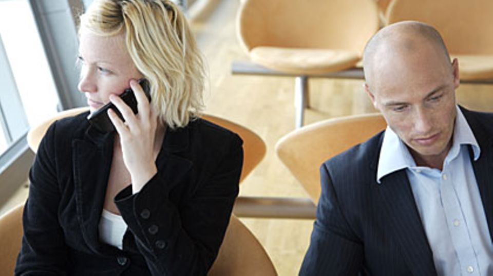 Von Handygesprächen, die sie mithören, sind die meisten Menschen genervt