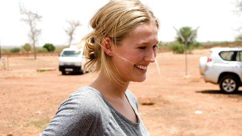 """""""Meine Reise war etwas ganz Neues für mich. Ich kannte die Kultur nicht, ich wusste nicht, was mich erwartet. Ich wollte gern etwas Neues sehen und aufwachen. Ich wollte sehen, wie die Welt eigentlich ist. Ich musste nie um einen Job kämpfen. Die Menschen in Burkina Faso kämpfen jeden Tag. Das hat mich sehr beeindruckt."""""""