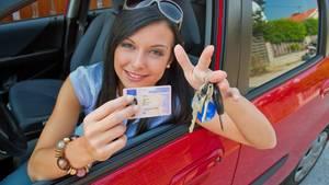 Neulinge könnten beim Führerschein zukünftig tiefer in die Tasche greifen.