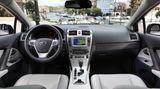 Der Avensis bietet ein aufgeräumtes und sachliches Cockpit