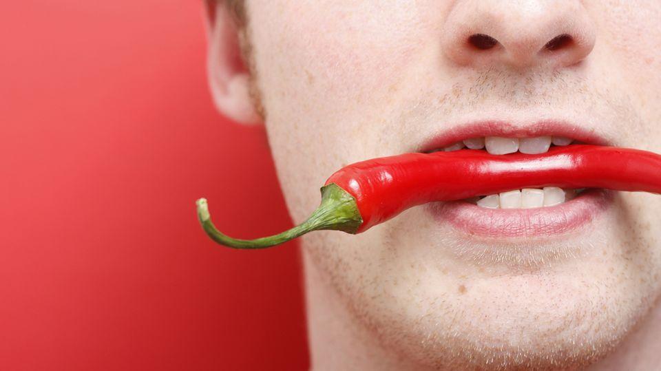 Was hilft gegen eine Überdosis Chili-Schärfe? An der Hochschule Fulda wurde das wirkungsvollste Gegenmittel gefunden.