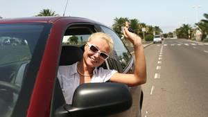 Damit die Fahrt mit Mietwagen ein unbeschwerstes Vergnügen bleibt, sollte man ein paar Vorsichtsmaßnahmen beachten.