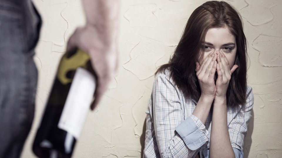 Viele Frauen werden Opfer ihres eigenen Mannes oder Ex-Partners.