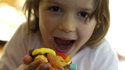 Bunt, süß und ungesund: Extra Lebensmittel für Kinder sind häufig Fett- und Zuckerbomben
