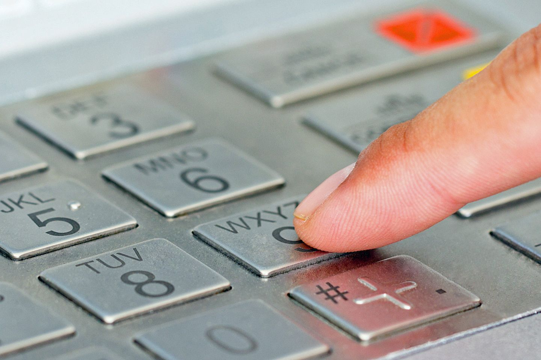 Zwei kanadische Teenager haben einen Geldautomaten geknackt - ohne jeden Computertrick.