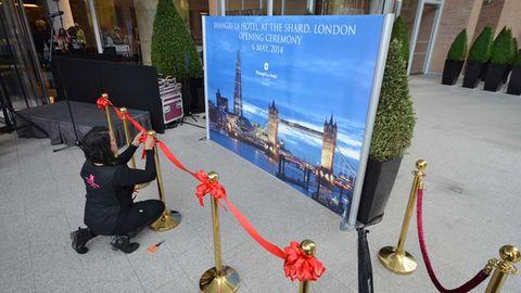 Bild 1 von 17der Fotostrecke zum Klicken:Die Letzte Vorbereitungen für die Hoteleröffnung des Shangri-La at The Shard, Londons erstes Luxusunterkunft auf der Südseite der Themse. Die chinesische Hotelgruppe ist mit einem Drittel der Fläche der größte Mieter des höchsten Gebäudes Londons.