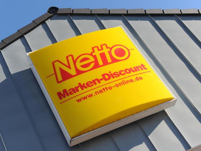 Netto-Schild an einem Markt der Discounter-Kette