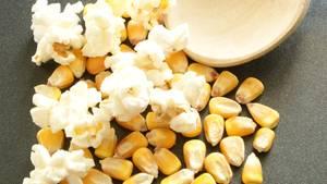 Wahre Popcorn-Fans machen Popcorn selbst - auf dem Herd oder in der Mikrowelle.