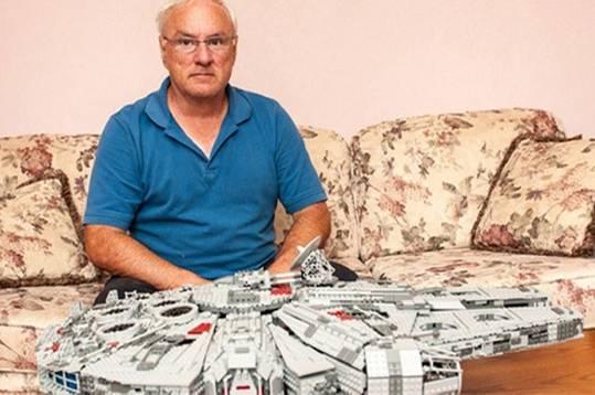 John St-Onge ist ein riesiger Lego-Fan und wollte ins Legoland in Toronto, wurde dort aber abgewiesen