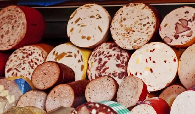 Eine kleine Untersuchung zeigt, dass Wurstwaren oft Keime enthalten, die resistent gegen Antibiotika sind.