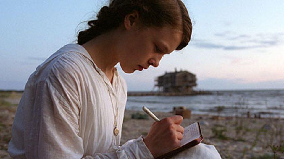 """""""Poll"""" erzählt die Geschichte der Dichterin Oda Schaefer (Paula Beer), die 1914 als junges Mädchen ins Baltikum reist"""