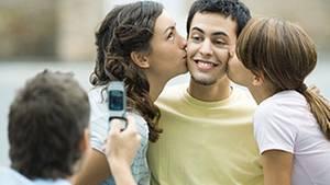Was denken wohl die anderen über den neuen Partner? Sogar die Meinung Fremder beeinflusst Menschen in ihrer Wahl