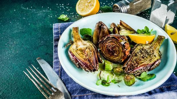 Artischocke  Schon im 15. Jahrhundert war die Artischocke als Aphrodisiakum beliebt. Seit dieser Zeit hat das Gemüse den Ruf, beim Essen eine kräftigende und Lust fördernde Wirkung zu haben.