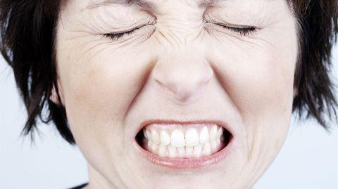 Fast jeder fünte leidet unter Bruxismus, wie das nächtliche Zähneknirschen auch genannt wird