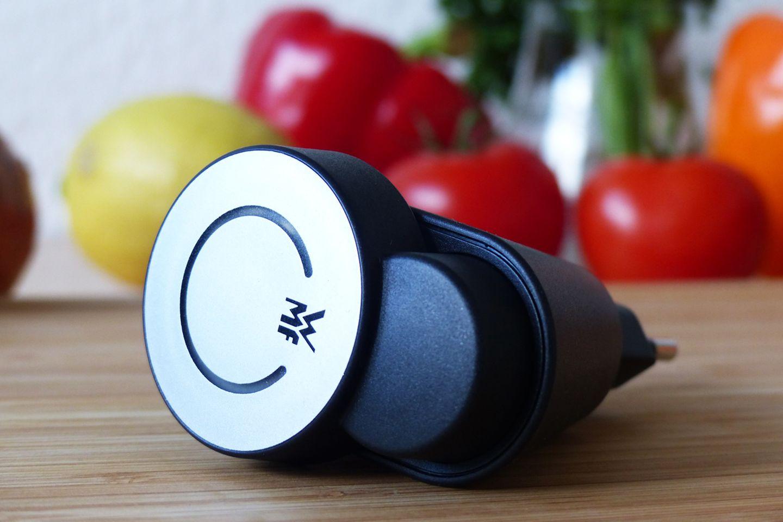 Geladen wird der Cook Assist mit dem mitgelieferten Adapter.