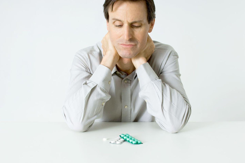 Eckart von Hirschhausen wundert sich: Placebos sollen Wirkung zeigen, selbst wenn man weiß, dass es sich nur um Schein-Medikamente handelt.