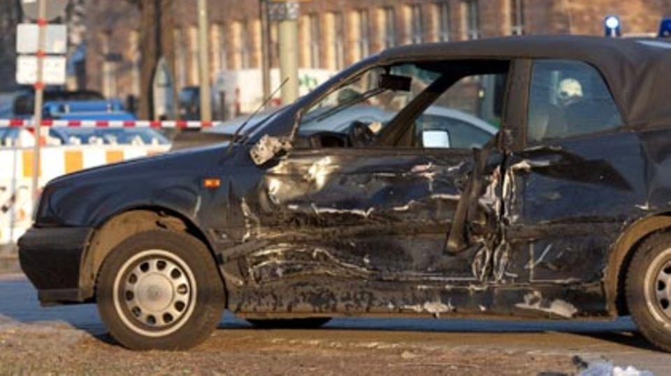 Stichtag 30. November: Bei einem Wechsel der Kfz-Versicherung lassen sich häufig mehrere hundert Euro sparen