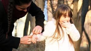 """""""Man sieht gar nicht, dass Ihr Kind behindert ist"""" - soll vielleicht ein Kompliment sein, kommt aber bei den Eltern eines Kindes mit Behinderung nicht unbedingt gut an."""