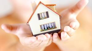 Der Traum vom Eigenheim: Dank der niedrigen Zinsen bekommen Häusle-Bauer günstig an Kredite.
