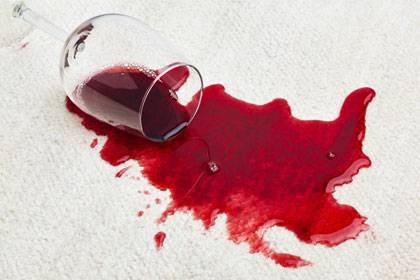 Rotwein zählt zu den hartnäckigsten aller Flecken.