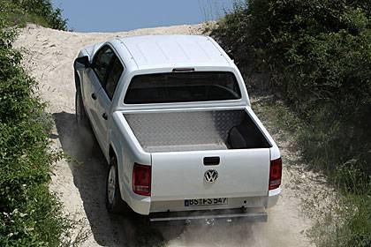 In der Heavy-Duty-Version, mit zuschaltbaren Allradantrieb und Untersetzung fürchtet der VW keine Steigung