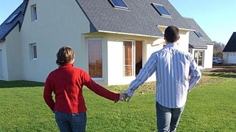 Damit das eigene Häuschen Freude macht, sollte die Eigenheimfinanzierung solide abgesichert sein