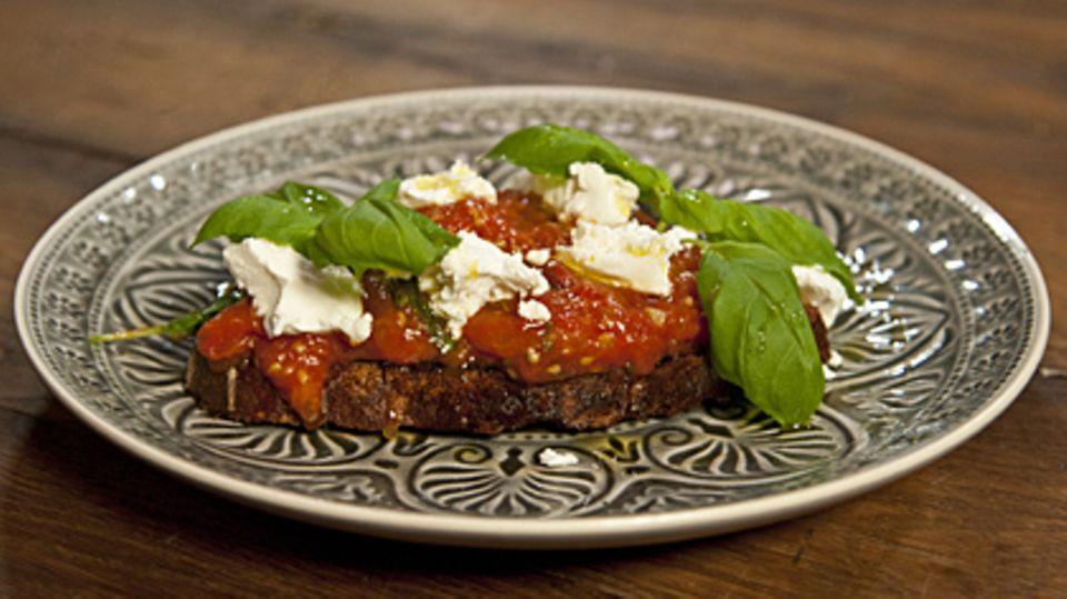 Das Geheimnis einer guten Tomatensauce von Tim Mälzer.