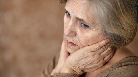 Die Pflege eines lieben Menschen in den eigenen vier Wänden ist für die Angehörigen, die pflegen, eine dauerhaft starke Belastung