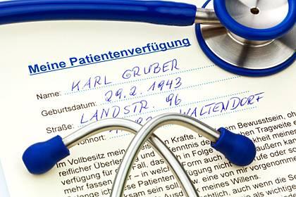 Auf Nummer sicher gehen: Wer eine Patientenverfügung ausfüllt, bestimmt selbst, welche Maßnahmen bei schwerer Pflegebedürftigkeit ergriffen werden dürfen