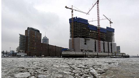 Der Bau der Elbphilharmonie am Hamburger Hafen wird die Hansestadt doppelt so viel kosten wie geplant