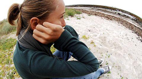 Ein früher Beginn der Pubertät kann Mädchen sehr belasten