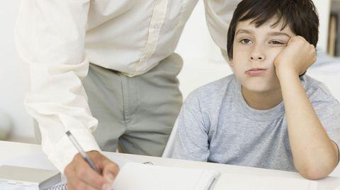 Genervt und überlastet: Wenn Eltern ehrgeiziger sind, als es für das Kind gut ist