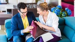 Das Klischee bestätigt sich: Das Einrichten einer Wohnung übernehmen meist Frauen