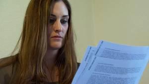 Yasmin Yalcin erhielt ihre Datenauskunft von der Schufa. Die dort gespeicherten Angaben gehörten nicht zu ihr.