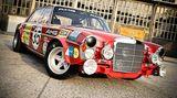 1971 betrat das AMG-Rennteam mit einem grellroten 300SEL erstmals die internationale Tourenwagenbühne und errang beim Einstandsrennen - den 24 Stunden von Spa Francochamps - promt den zweiten Gesamtrang. Der Motor mit seinen 6,8 Litern Hubraum aus acht Brennkammern war dabei ein Segen.   Dieser überraschende Erfolg bildete den Grundstein für das bis heute andauernde Rennengagement von AMG. Die Firma V-Classics aus Dresden steckte sich das ehrgeizige Ziel, den ersten aller AMG-Renner optisch originalgetreu nachzubauen. Man sichtete alte Fotografien, Pläne und Zeichnungen um dem Original optisch so nahe wie möglich zu kommen.  Dem Innenleben wurde allerdings ein Kraftwerk auf dem neuesten Stand der Technik spendiert, zu viel Originalität wäre hier zum Sicherheitsrisiko geworden: Der 6,3-Liter-V8-Motorblock aus dem Basisfahrzeug wurde auf die authentischen 6,8 Liter Hubraum aufgebohrt.