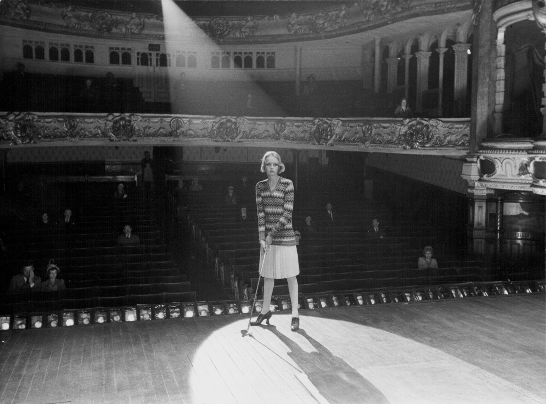 """In den 70er Jahren versuchte sie sich auch als Schauspielerin. So spielte Twiggy in Ken Russels Film """"Boyfriend (Ihr Liebhaber)"""" mit - und wurde für ihre Leistung auf Anhieb ausgezeichnet: Sie erhielt zwei Golden Globes als Beste Komödien- und Nachwuchsdarstellerin."""