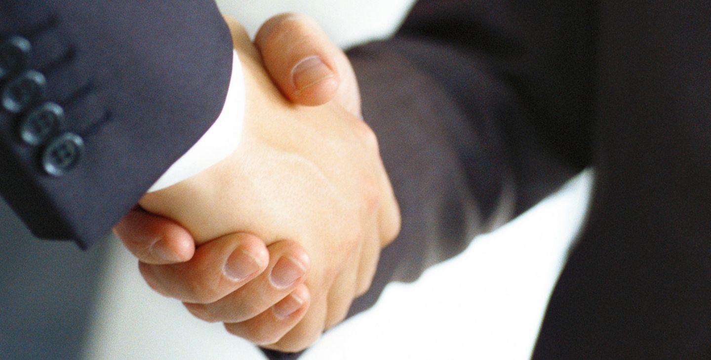 Spendendinner: Handschlag auf eine goldene Zukunft