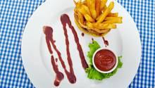Ketchup ist in den USA das zweitbeliebteste Würzmittel - nach Mayonnaise. In vielen Restaurants steht es neben Salz und Pfeffer mit auf dem Tisch.