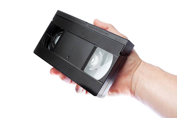 Videokassetten gibt es heute kaum noch. Trotzdem musste eine Amerikanerin nun wegen einer ins Gefängnis.
