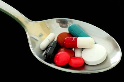 Fünf bis sechs verschiedene Wirkstoffe schluckt ein deutscher Senior pro Tag