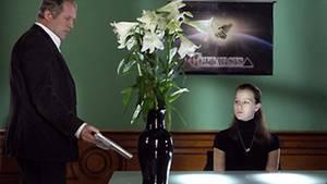 Moritz Eisner (Harald Krassnitzer) ermittelt in den kühlen Räumen einer Psychosekte