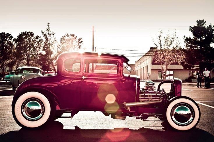 """In seinem neuen Kalender (Din A3 Querformat) zeigt er Ansichten des """"coolen Lifestyles"""" rund um amerikanische Autos der großen Jahre"""