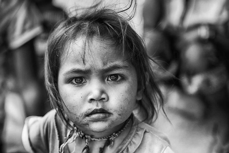 """Denise, Bildredakteurin: """"Bei diesem Blick ist es kaum zu glauben, dass es sich um ein kleines Kind handelt. Seine Augen scheinen so weise, wie von einer alten Seele. Ein sehr gelungenes, intensives Porträt.""""      Mehr Fotos von puppetmasterin der VIEW Fotocommunity    Aktionen und Informationen aus der VIEW Fotocommunity auf Facebookoder Twitter"""